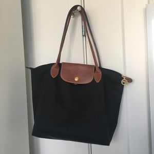 Like NEW! Longchamp le pilage small in BLACK